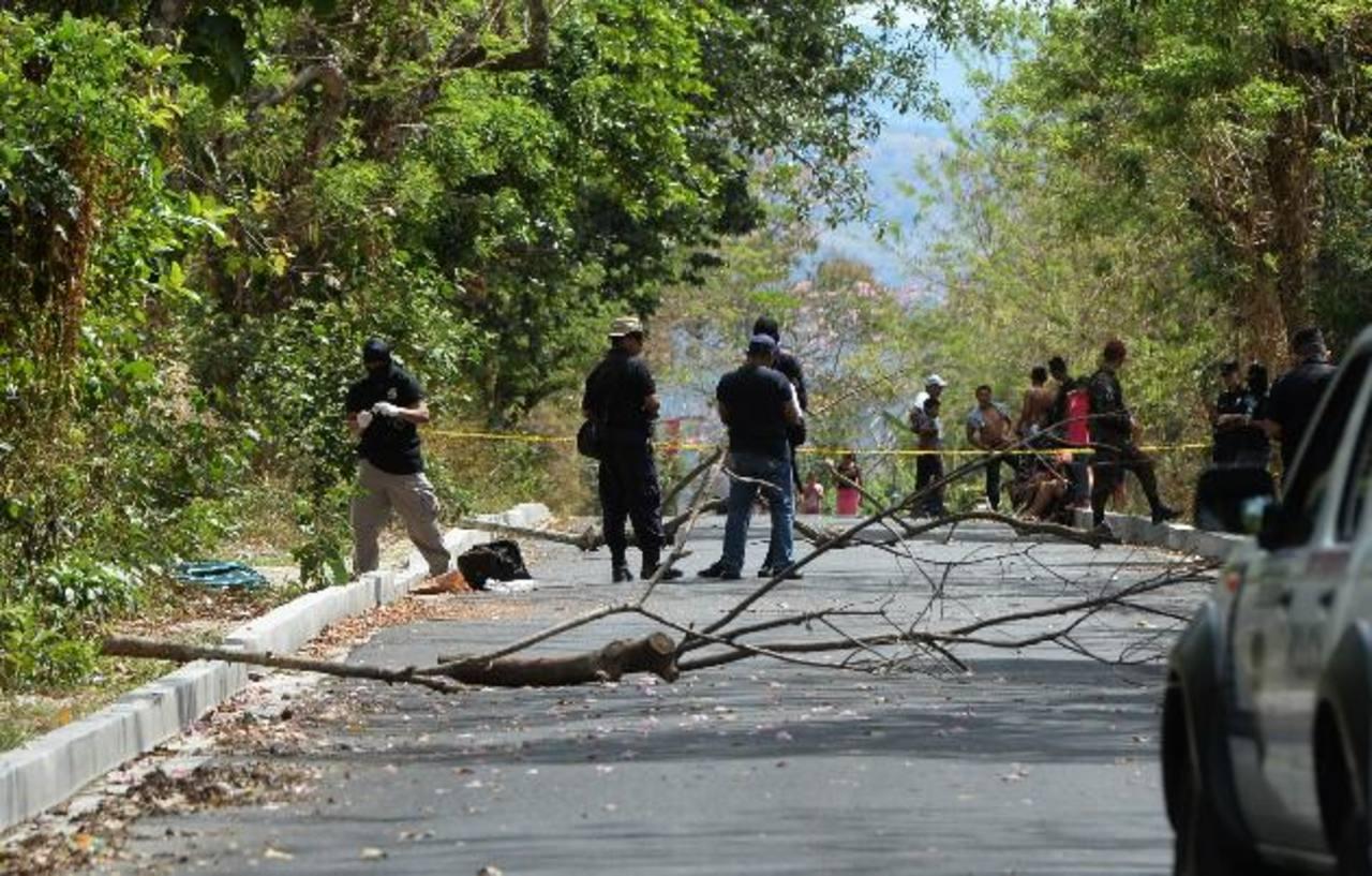 Lugar donde ayer asesinaron a Manuel de Jesús Flores García, de 16 años, estudiante de bachillerato. Fotos EDH / Jaime Anaya
