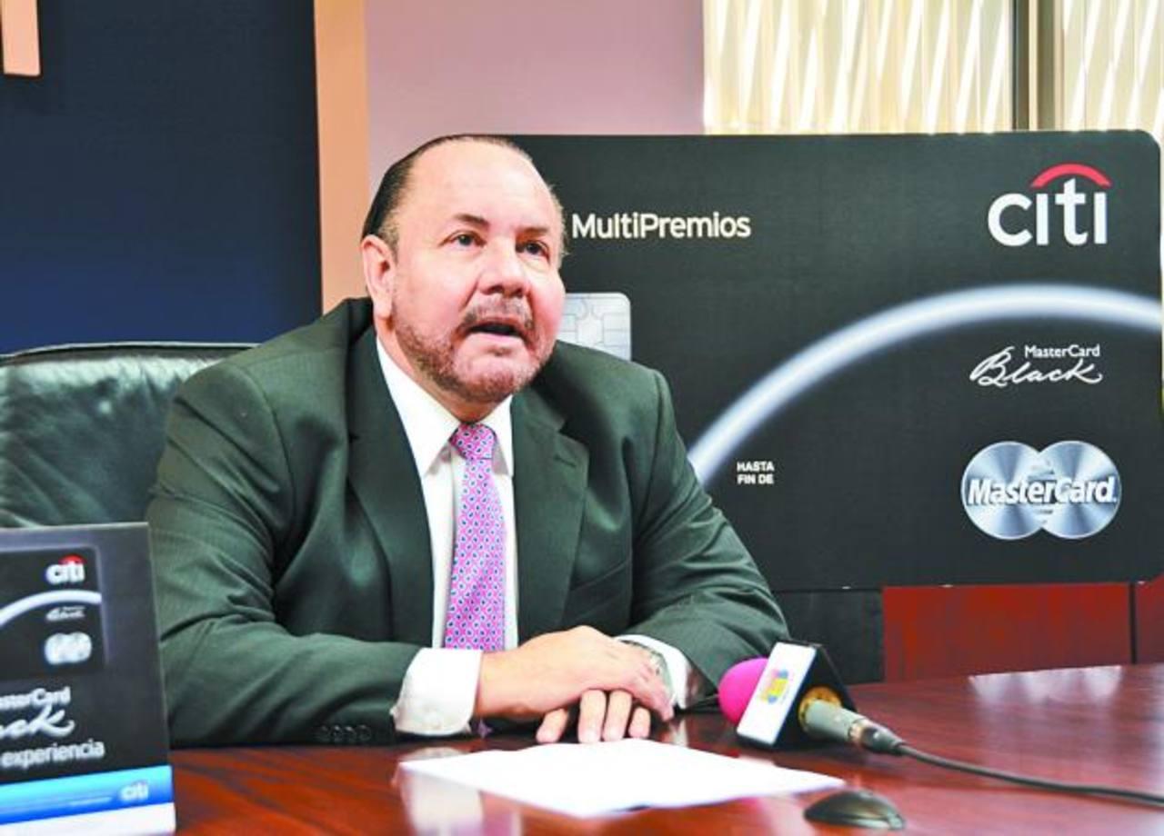 Roberto Martinod, Marketing Head de Citi El Salvador, brindó detalles sobre los beneficios de esta nueva tarjeta. Foto EDH / Xenia Zepeda.