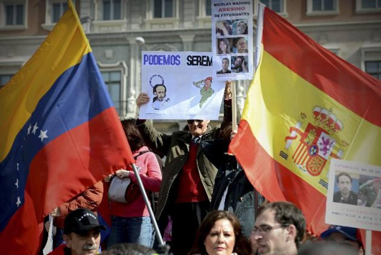 Cientos de personas participaron ayer en la manifestación contra el izquierdista partido Podemos. foto edh / efEFrancisco también pidió que termine la violencia y la persecución contra los cristianos en Siria e Iraq. foto edh / archivo