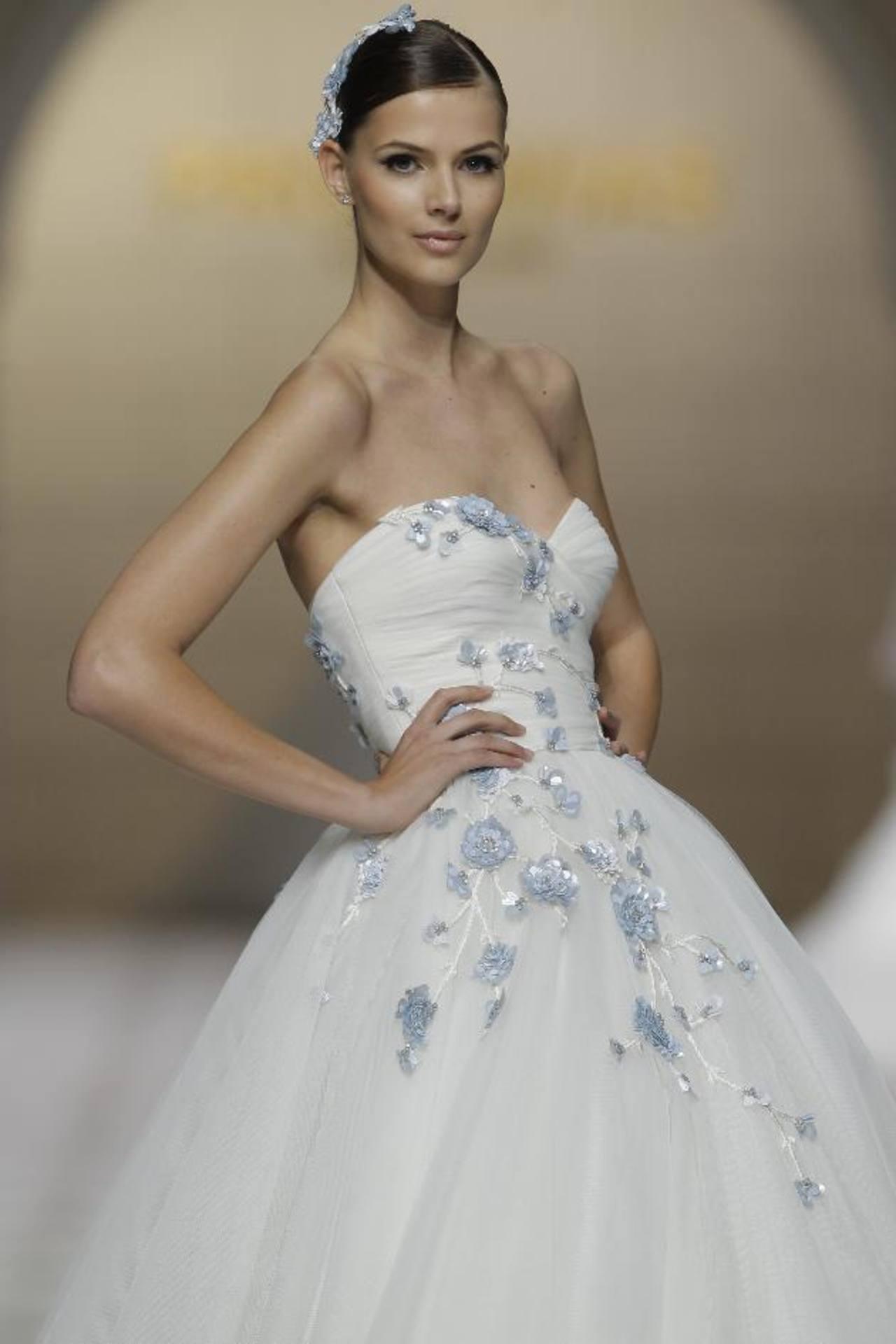 Se incluye una sección de diseños de vestidos de grandes de la moda. FOTOs EDH / agencias