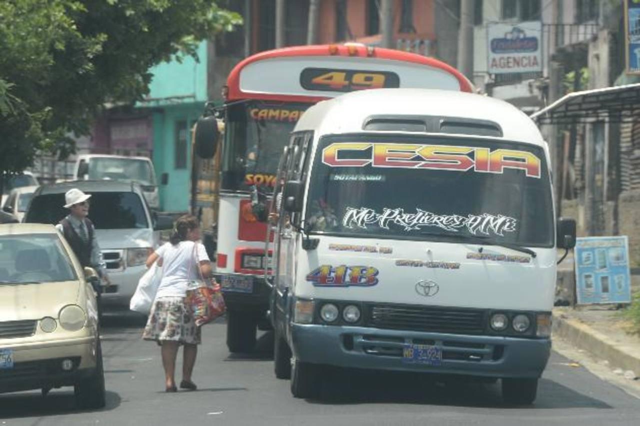 La 41 B microbús es una de las primeras rutas que se incorporarán al Sitramss como unidades alimentadoras. FOTO EDH / Marlon Hernández