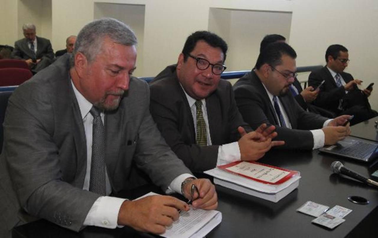Presidente de CEL, David López , presentó ayer un escrito al Juez 7º de Instrucción en el que rechaza que ocho exdirectivos de CEL sean exonerados de la acción civil. foto edh /cortesía juzgados