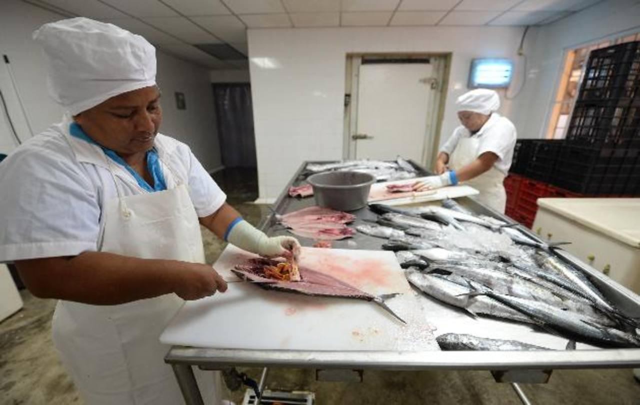 Aspescu se ha esforzado por tener mejores prácticas de manufactura para poder ser parte de los proveedores de Walmart en El Salvador. Foto EDH / ARCHIVO