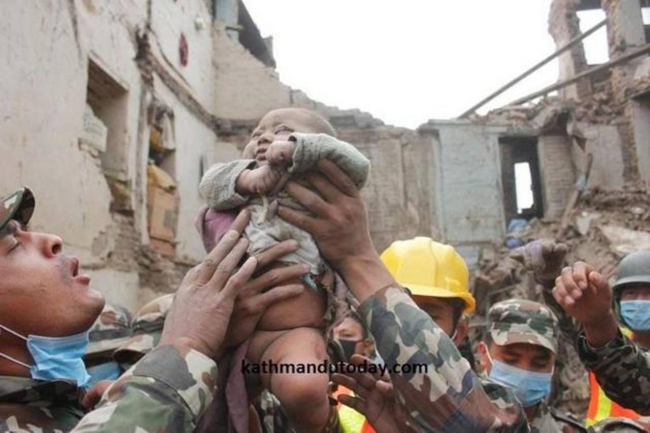 """La historia del """"bebé milagro"""" ha dado la vuelta al mundo. Foto edh / tomada de Katmandú Today"""