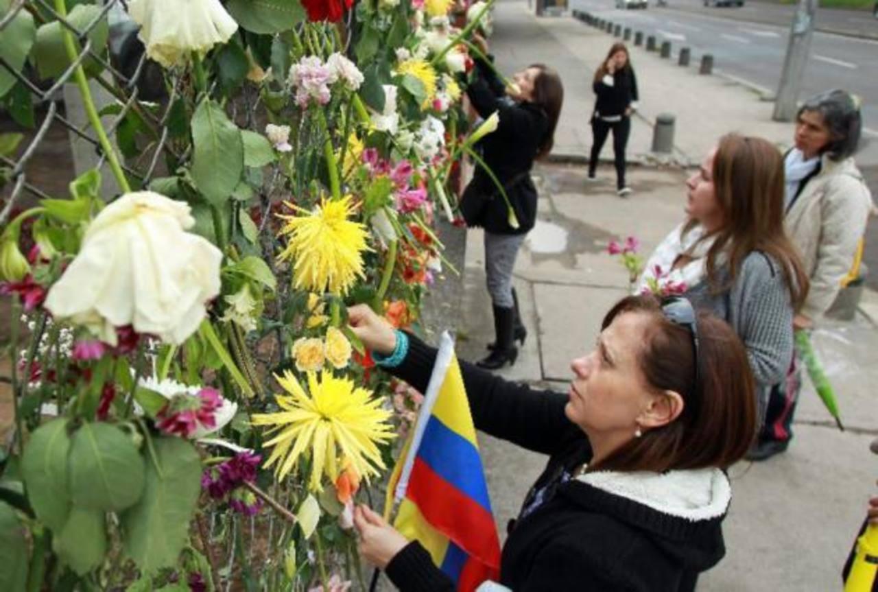 Colombianos se manifiestan en apoyo a militares víctimas de ataque de la guerrilla