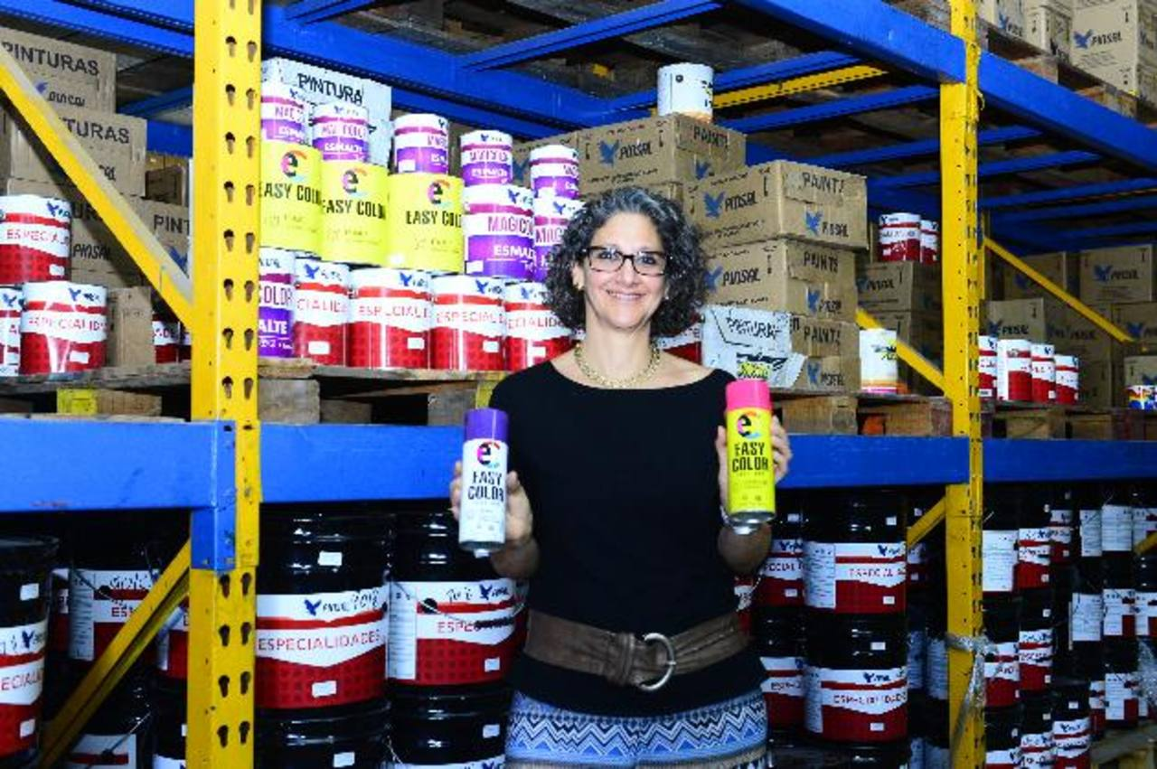 Sandra Funes tiene la visión de refrescar las operaciones de Pinsal. Foto EDH/ René Estrada