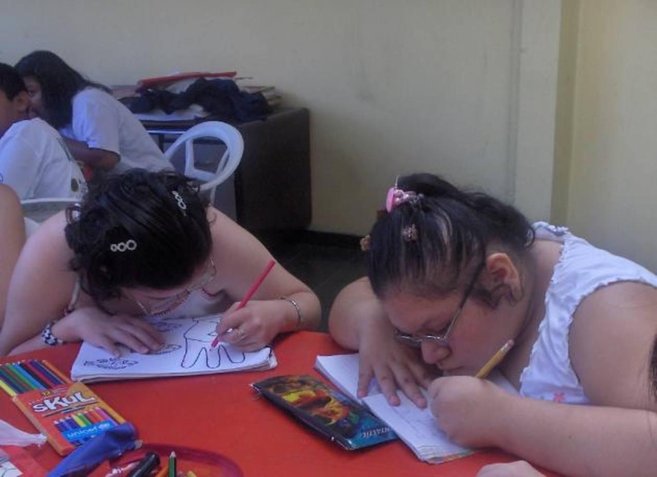 Brindan servicios educativos gratuitos de alfabetización a personas con discapacidad. foto edh Archivo.