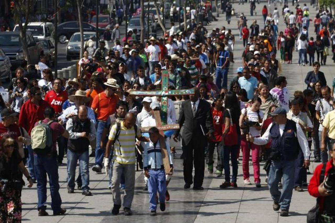 Migrantes centroamericanos ayer durante su caminata hacia la Basílica de Guadalupe en Ciudad de México. foto edh /EFE