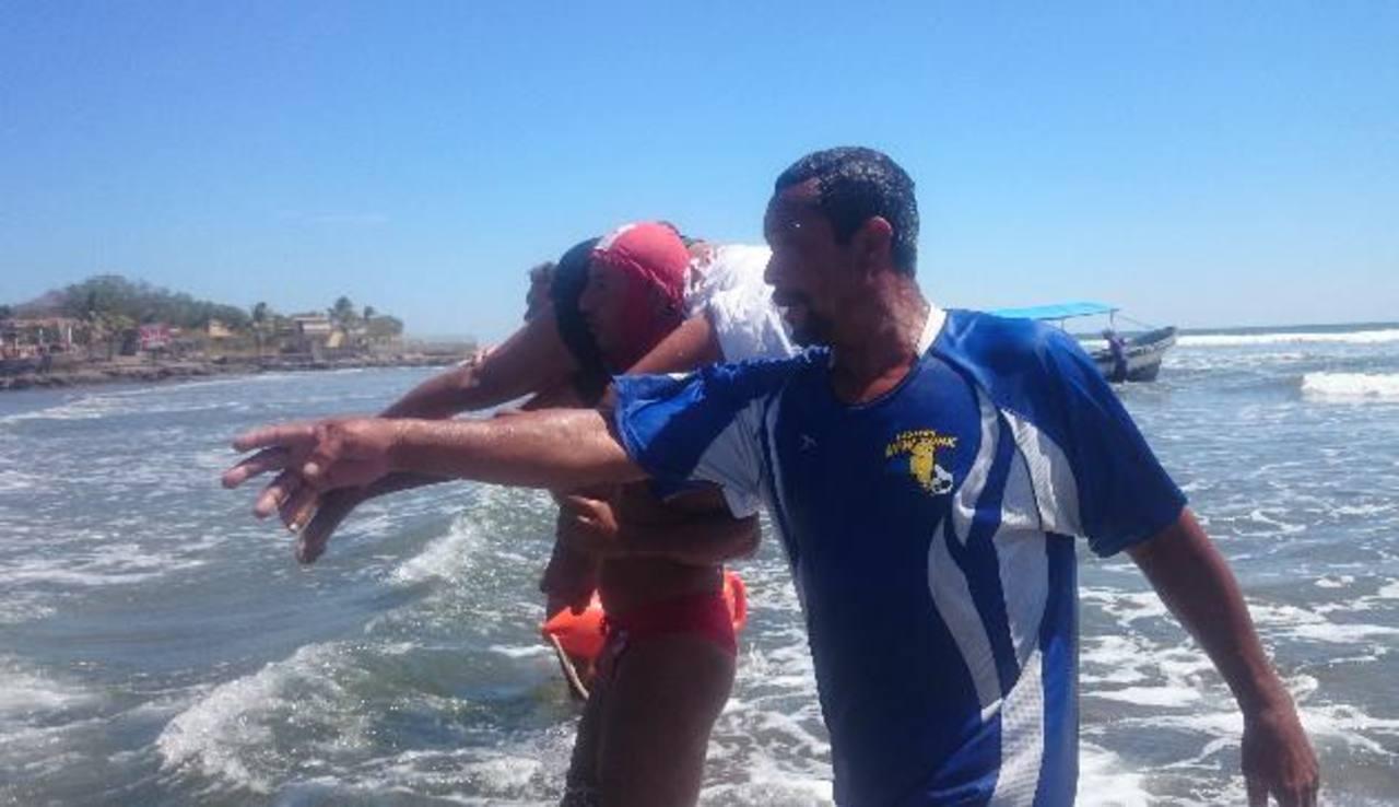 fotos edh / insy mendozaSin tener conocimientos teóricos, los miembros de la comunidad han prestado su servicio como rescatistas a los turista, salvando la vida de muchos visitantes.