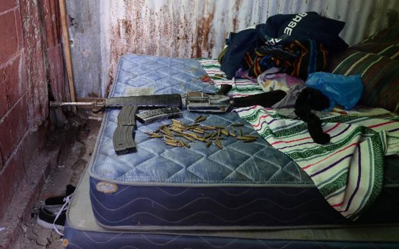 Pandilleros han sido capturados en varias oportunidades portando fusiles de guerra. Foto EDH/ Archivo