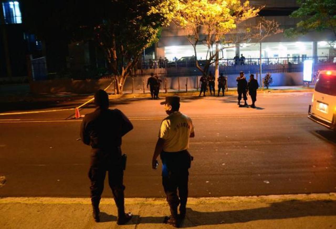 Policía muere tras ataque en centro judicial de San Salvador