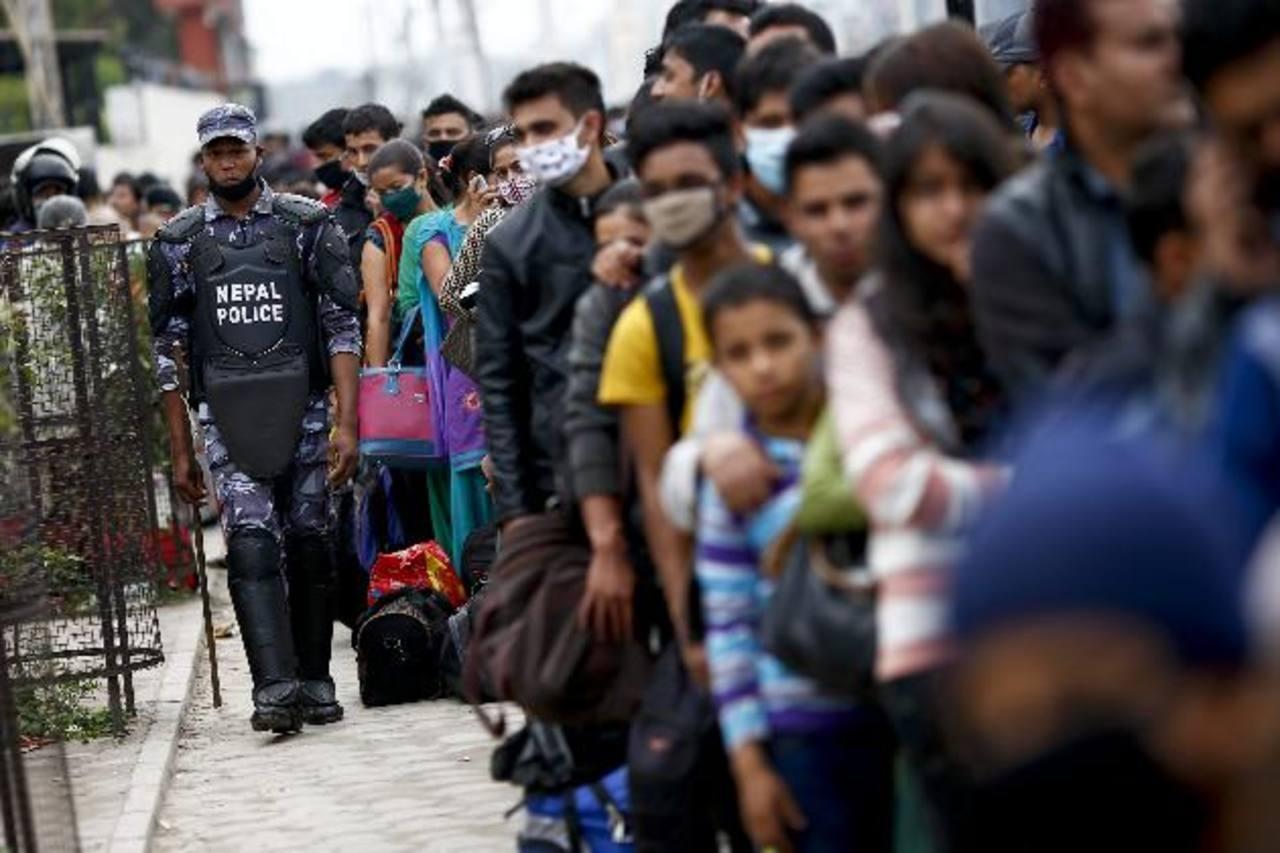 Cuatro días después de terremoto en Nepal comienza a llegar la ayuda