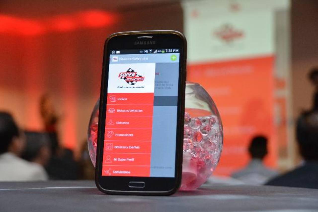 La nueva aplicación de la empresa trae todo para brindar el mejor servicio a los clientes. FOTO EDH/ David RezzioRepresentante de Súper Repuestos durante presentación del novedoso producto. FOTO EDH/ David Rezzio