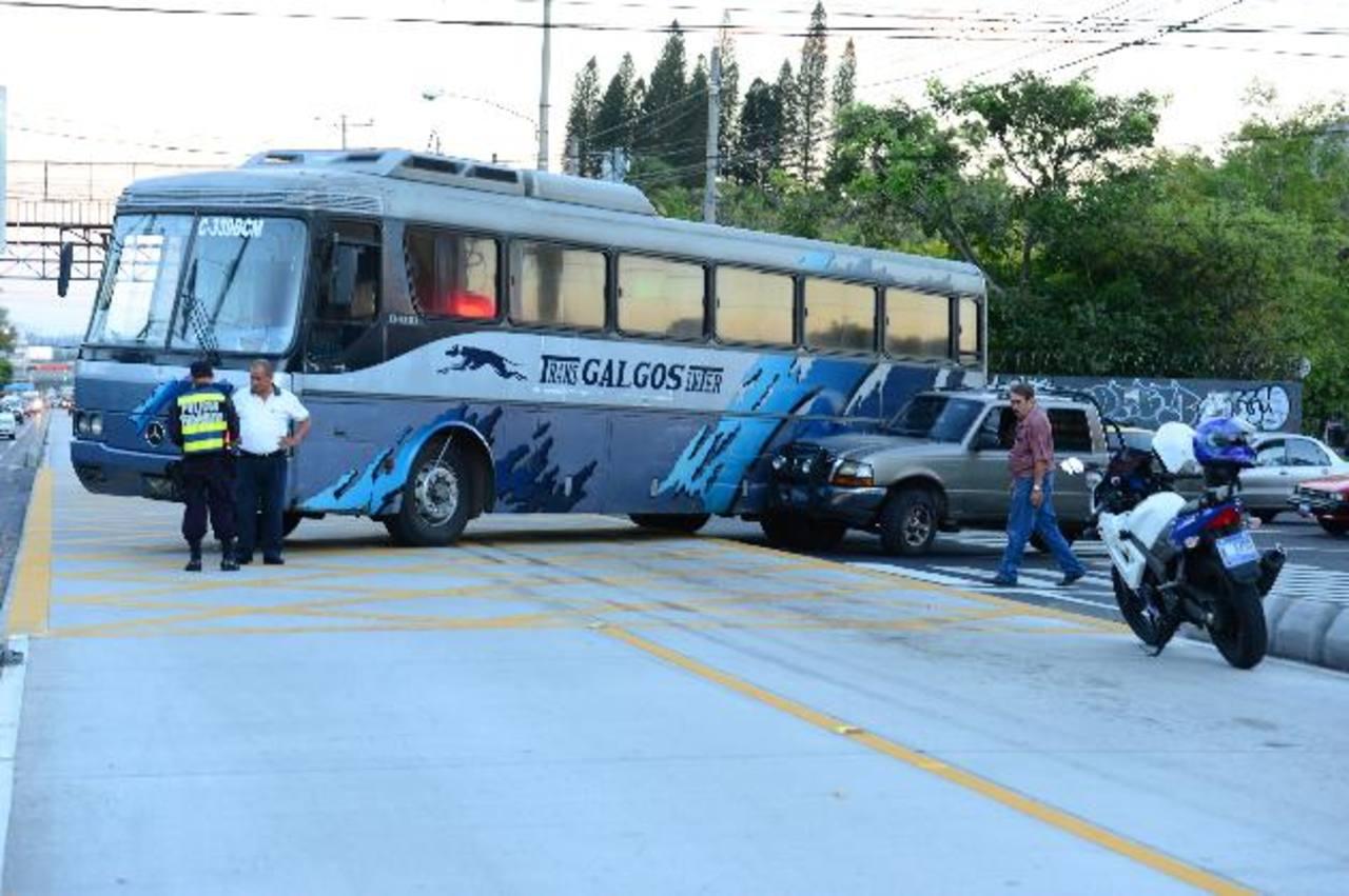 En la Juan Pablo II los accidentes tienen entre sus causas la imprudencia de los automovilistas y la falta de agentes de Tránsito. Foto EDH/ Archivo