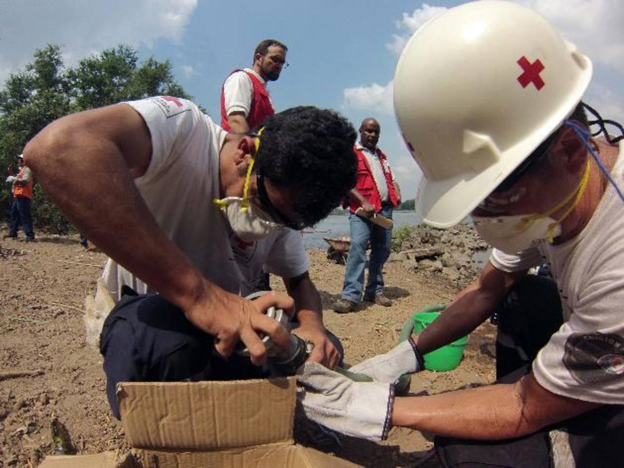 La acción se realizó en el municipio de Jiquilisco, en comunidades del bajo Lempa en las que siempre hay problema de inundaciones . Foto EDH / cortesia cruz roja