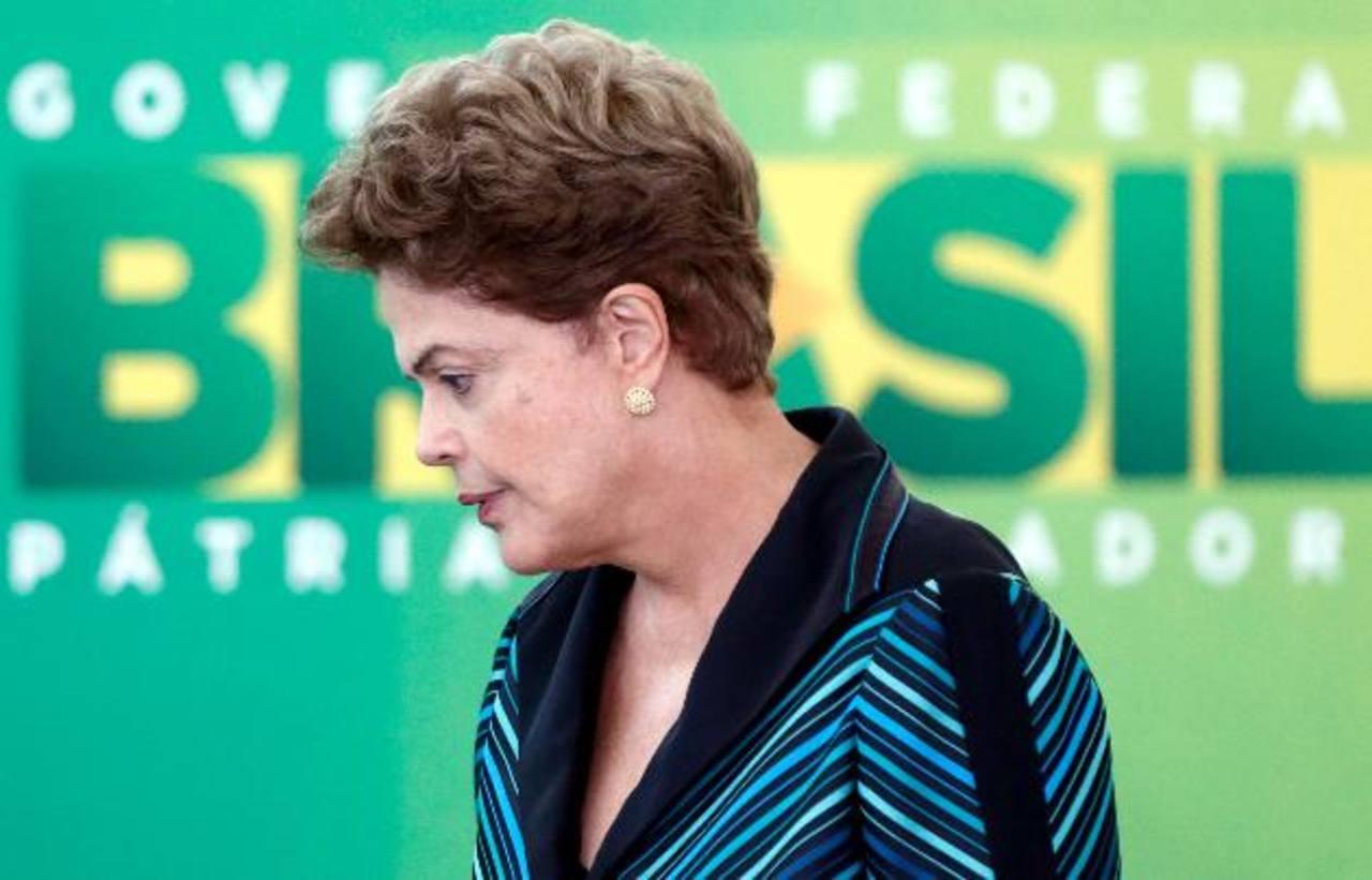 """Según la presidente de Brasil, Dilma Rousseff, la recuperación de Petrobras, sumergida en el escándalo de corrupción investigado como la Operación Lava Jato, """"está en curso"""". foto edh / ap"""