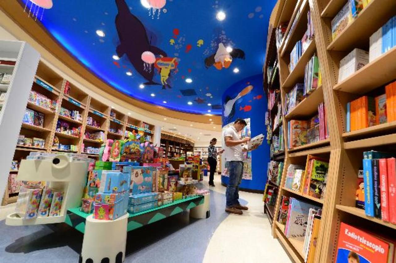 El ambas sucursales los clientes encuentran un espacio para cada segmento. Regalos, libros, artículos de cocina y más. Fotos EDH / Jorge Reyes