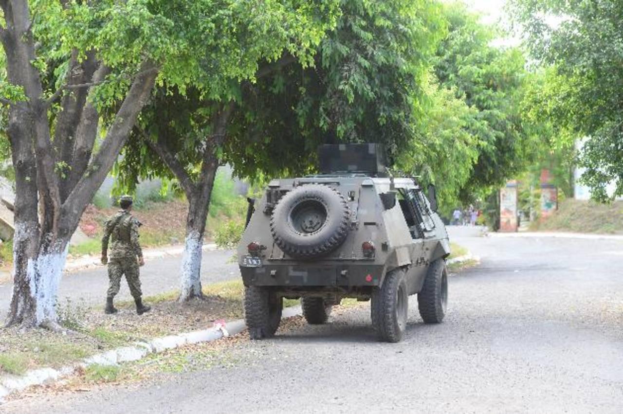 La Fuerza Armada apoya las labores de seguridad pública que realiza la Policía Nacional Civil. Foto EDH / Archivo.