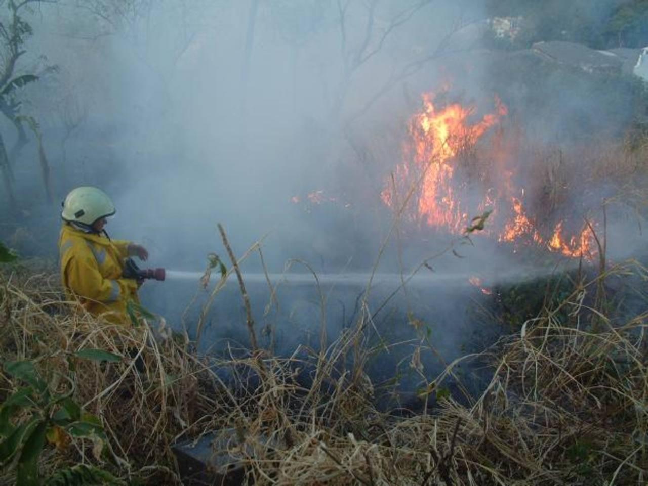 El Salvador en alerta naranja por incendios forestales