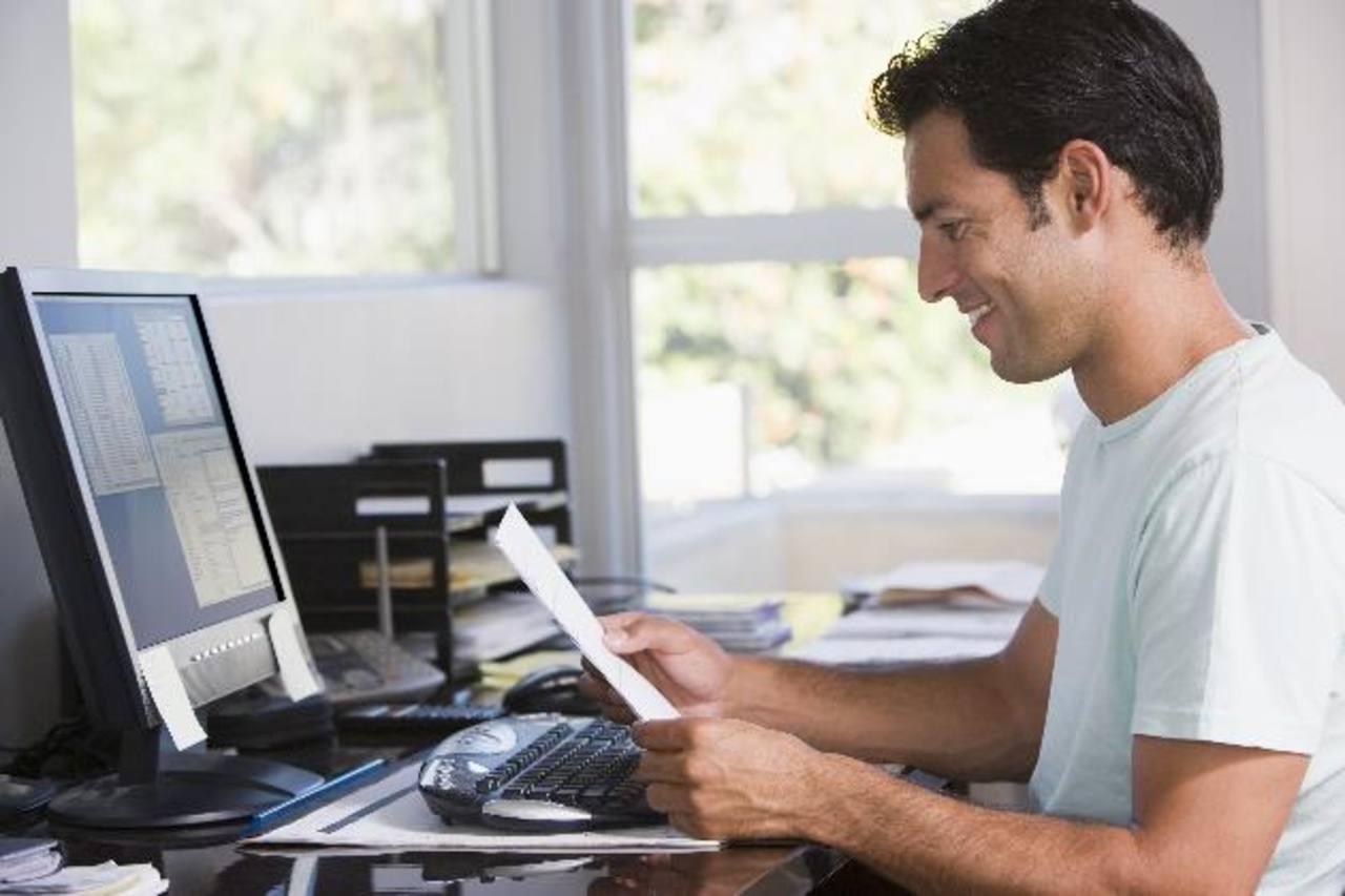 La modalidad de los trabajos de casa representa una ventaja para el empleado y la empresa. Foto EDH