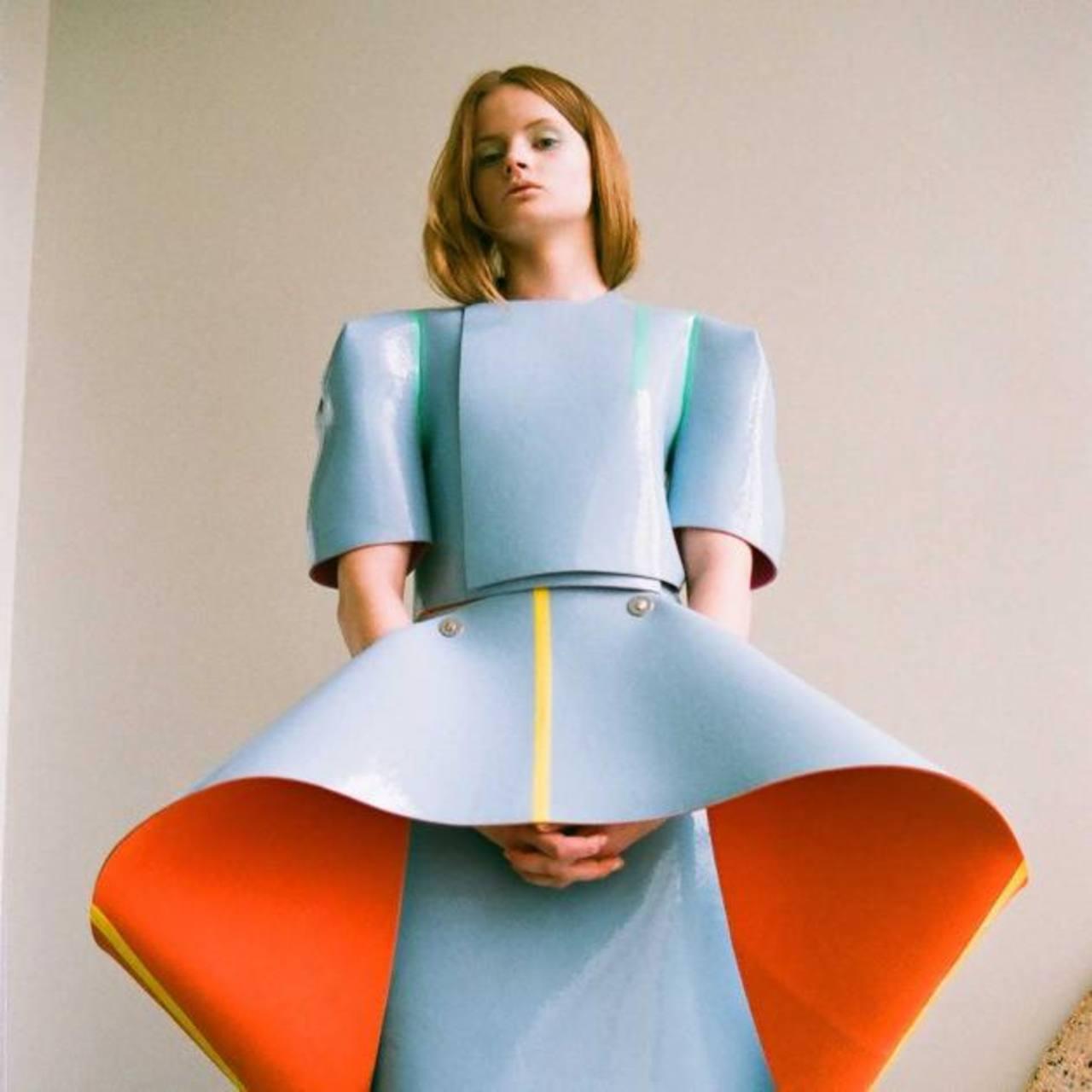 Cop busca en el diseño de moda un significado humano, más allá de la prenda de vestir.
