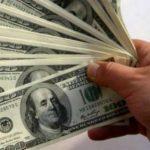 Niño toma 25 mil dólares de su abuelo y los reparte en escuela