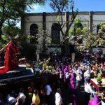 Salvadoreños participaron en el tradicional Vía Crucis. /