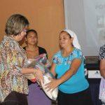Las canastas de alimentos se entregan de por vida a los beneficiados. Foto EDH / Xenia Zepeda