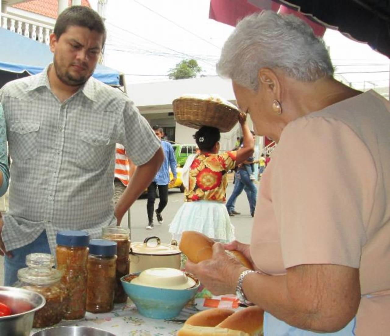Son ocho los municipios que se unen en esta iniciativa para ofrecer sus productos de temporada, además de los tradicionales de occidente. Fotos EDH / ARCHIVO
