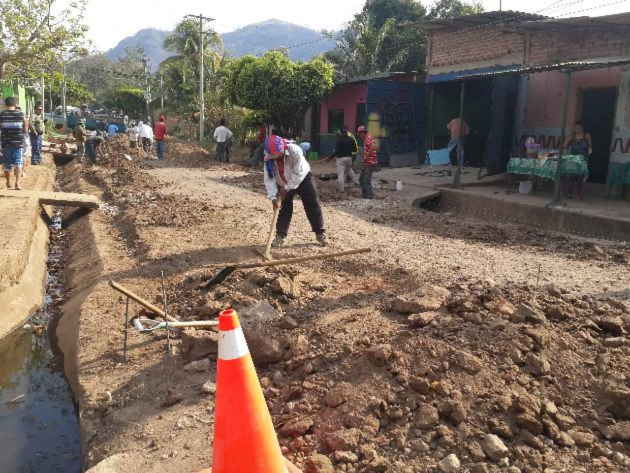 Los trabajos en la calle principal de la colonia El Carmen I darán mayor accesibilidad a los habitantes. fotos edh / cortesía