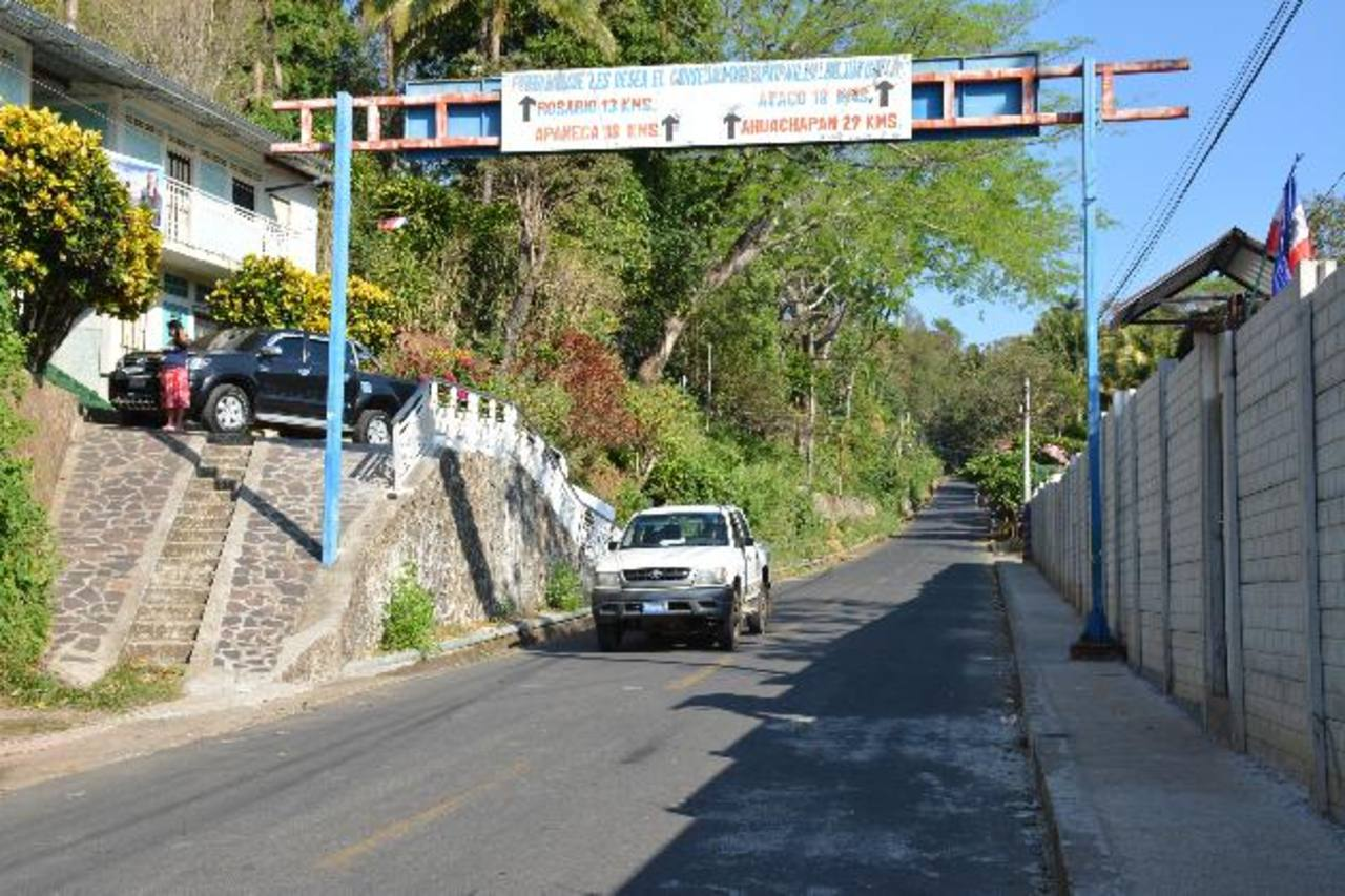 Exigen a las autoridades la construcción de túmulos para evitar que los automovilistas transiten a gran velocidad. Fotos EDH / Cristian Díaz