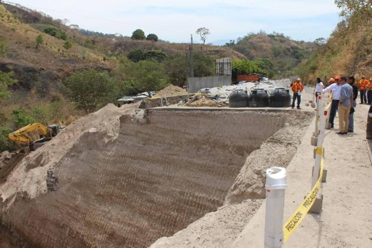 Los trabajos sobre un carril de la autopista hacia Santa Ana se espera que finalicen en el mes de julio. Foto EDH /cortesía