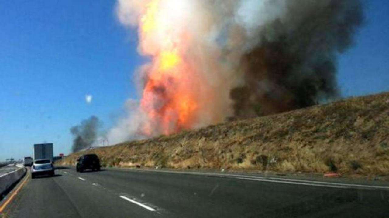 13 lesionados en explosión de gasoducto, en California