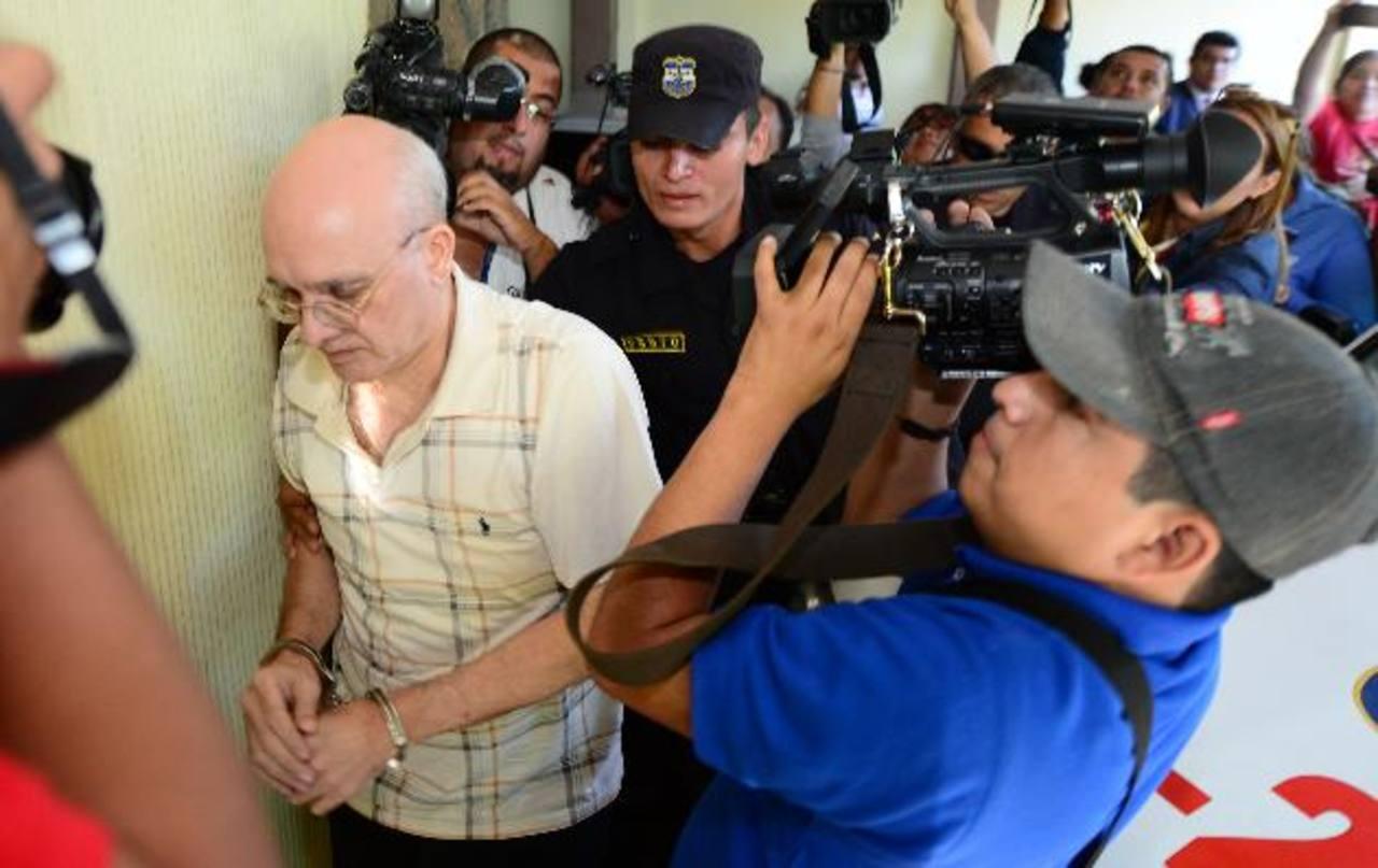 Julian Blanco seguirá siendo procesado por presuntamente abusar de una menor a quien daba clases. Foto EDH /Archivo