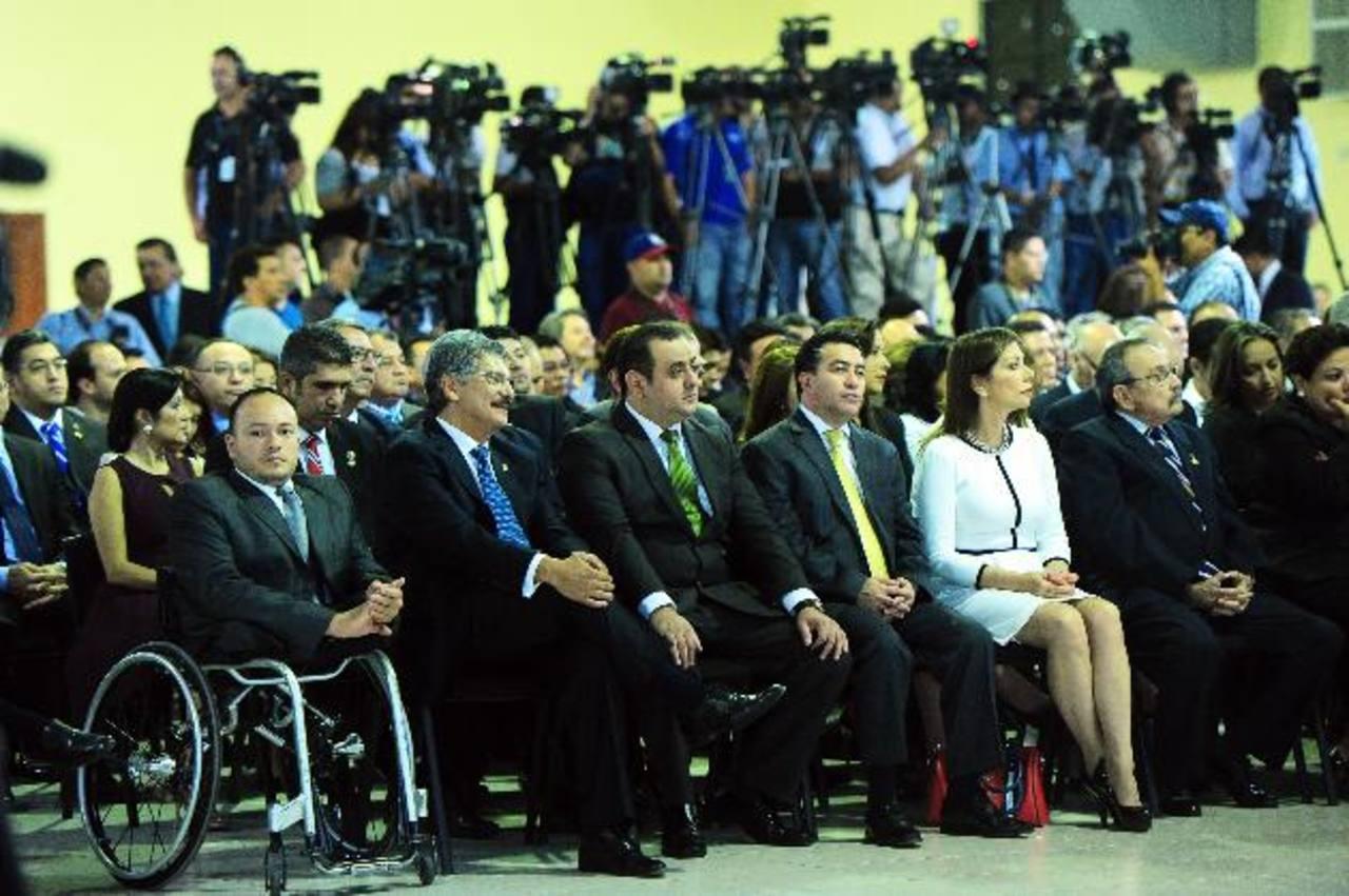 """Las credenciales que recibieron ayer los diputados electos son """"provisionales"""", dijo Corte Suprema. Fotos EDH / René Quintanilla"""
