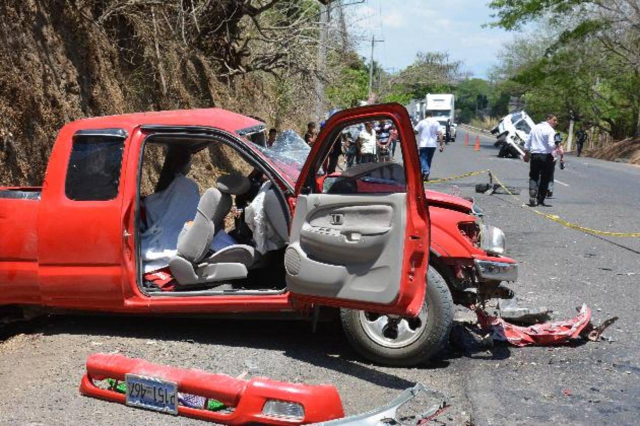 El choque ocurrió en el kilómetro 168 de la carretera Ruta Militar, ayer por la mañana. Foto EDH / Carlos Segovia