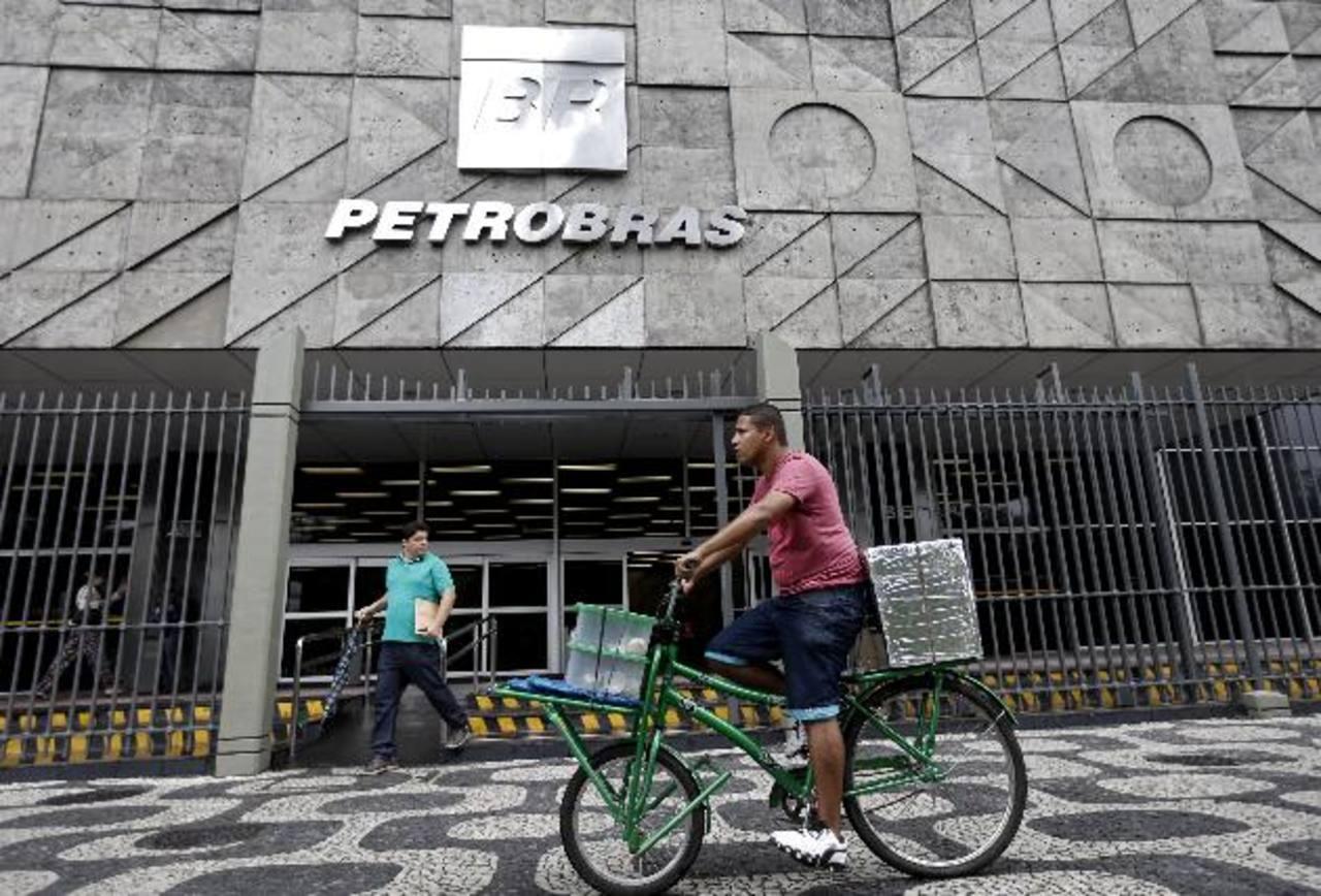 Sede de Petrobras, en Río de Janeiro, Brasil. La petrolera estatal brasileña está inmersa en el mayor escándalo de corrupción que ha tenido el país suramericano. foto edh / AP