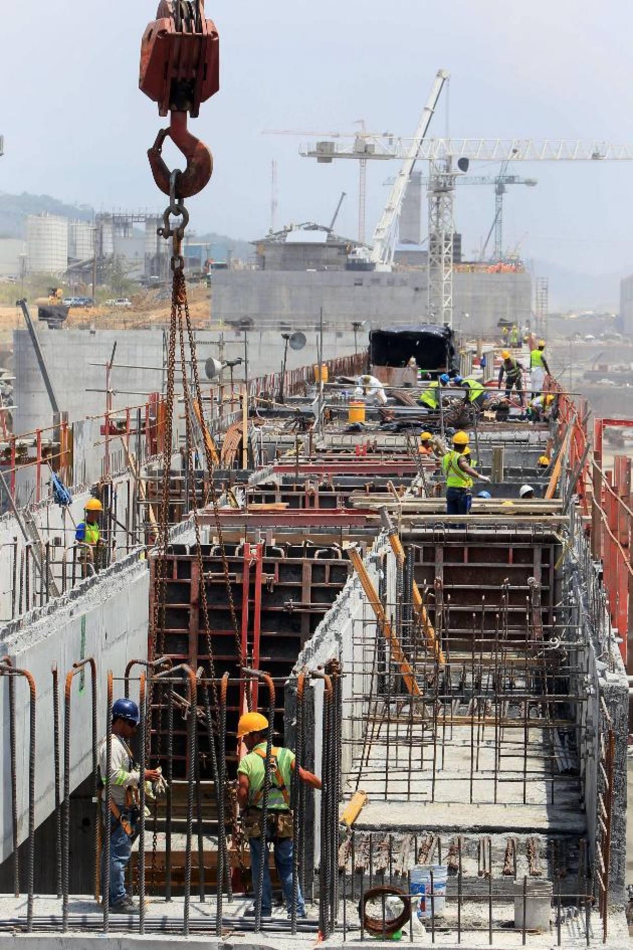 El canal de Panamá ampliado operará en abril de 2016.