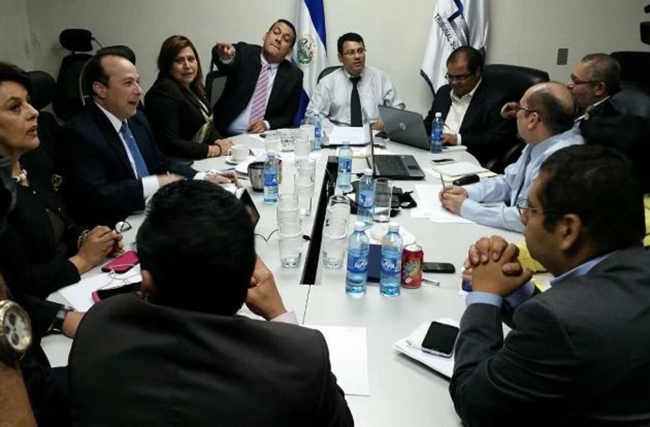 Los magistrados acordaron un procedimiento inicial para dar cumplimiento a la resolución de la Sala. Foto EDH / Juan José Morales