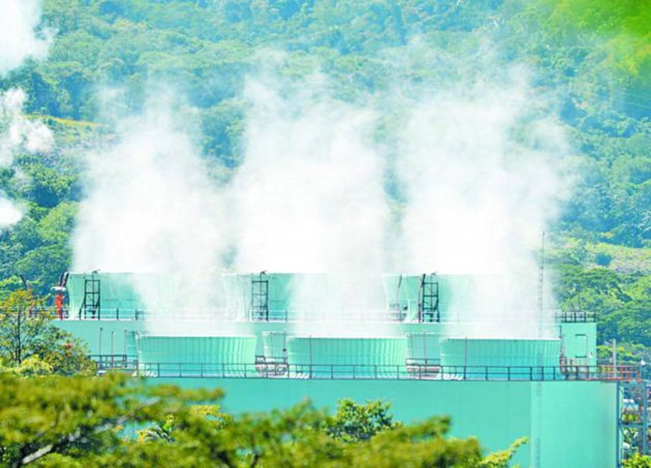 La venta de acciones a Enel que le permitían hacerse de la mayoría accionaria en la geotérmica LaGeo es la esencia de la demanda de la FGR contra nueve personas. Foto EDH / Archivo