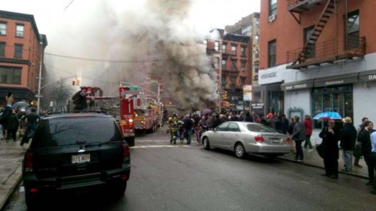 Decenas de heridos al derrumbarse edificio de Nueva York tras explosión