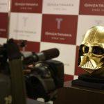 Video: Joyería en Japón forja el casco de Darth Vader en oro para celebrar nuevo filme