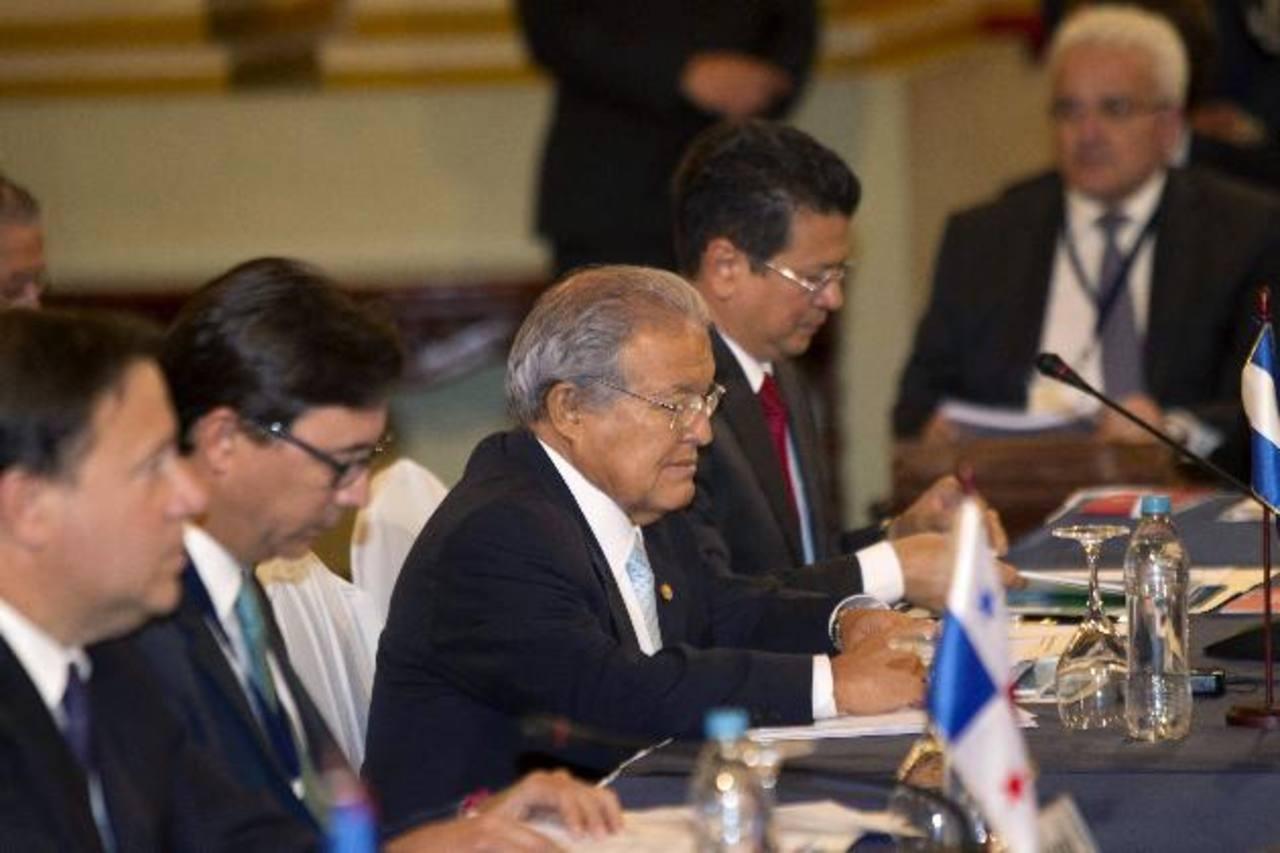 El mandatario Salvador Sánchez Cerén participa en la cumbre del Sistema de Integración Centroamericana y España, a la que asiste el presidente del Gobierno español Mariano Rajoy.