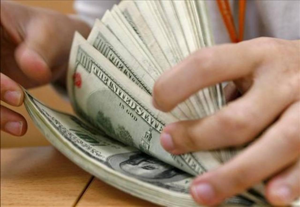 El Gobierno utilizó más recursos para pagar a empleados públicos de los que usó para inversión pública. Foto EDH / archivo