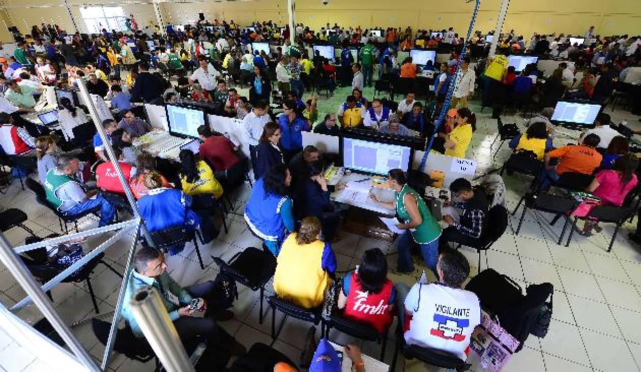 El Tribunal Supremo Electoral tiene hasta el 27 de abril para culminar el recuento de voto por voto de San Salvador. fotos edh /mauricio cáceres