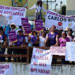 La marcha por la vida y la paz fue aprovechada ayer por feministas para protestar contra el pastor Carlos Rivas.