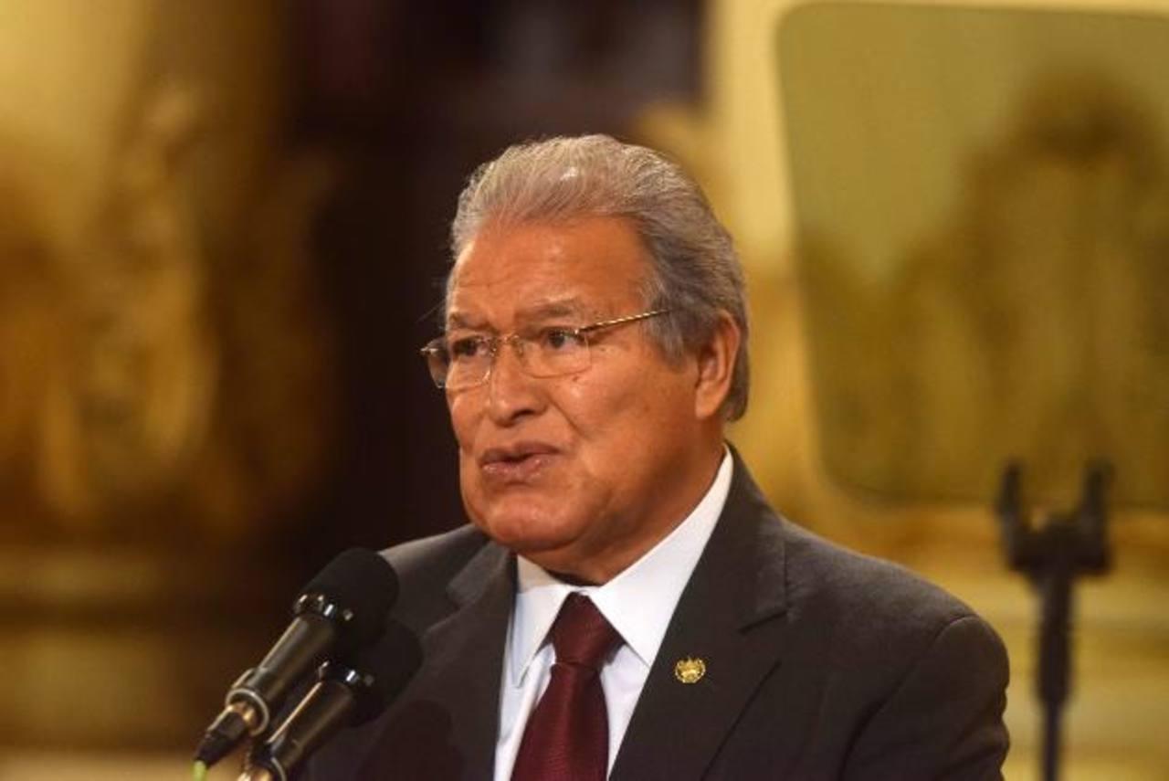 El presidente de El Salvador, Salvador Sánchez Cerén, tras una reunión con el vicepresidente de Estados Unidos, Joe Biden, y otros mandatarios de la región. foto edh / EFE
