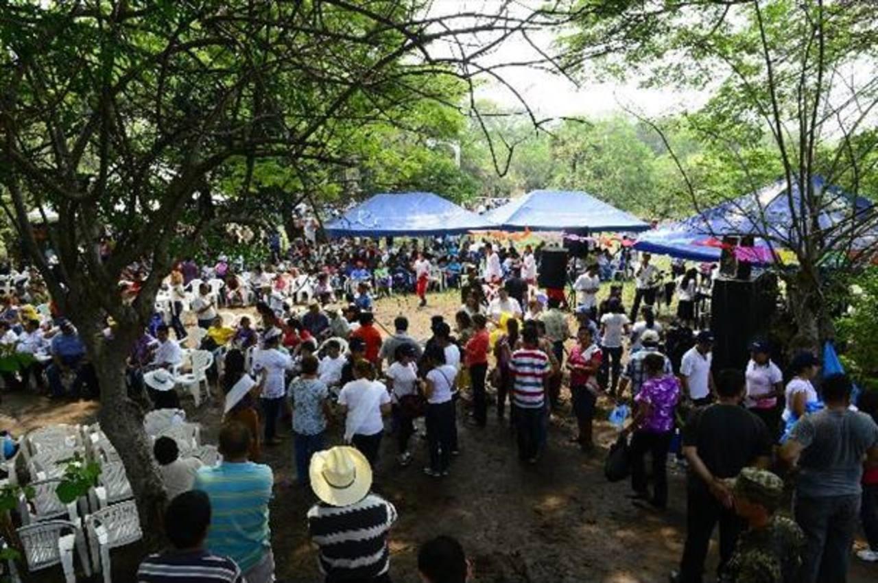 En la actividad se reúnen decenas de familias originarias de este lugar para departir entre amigos. Foto EDH / archivo