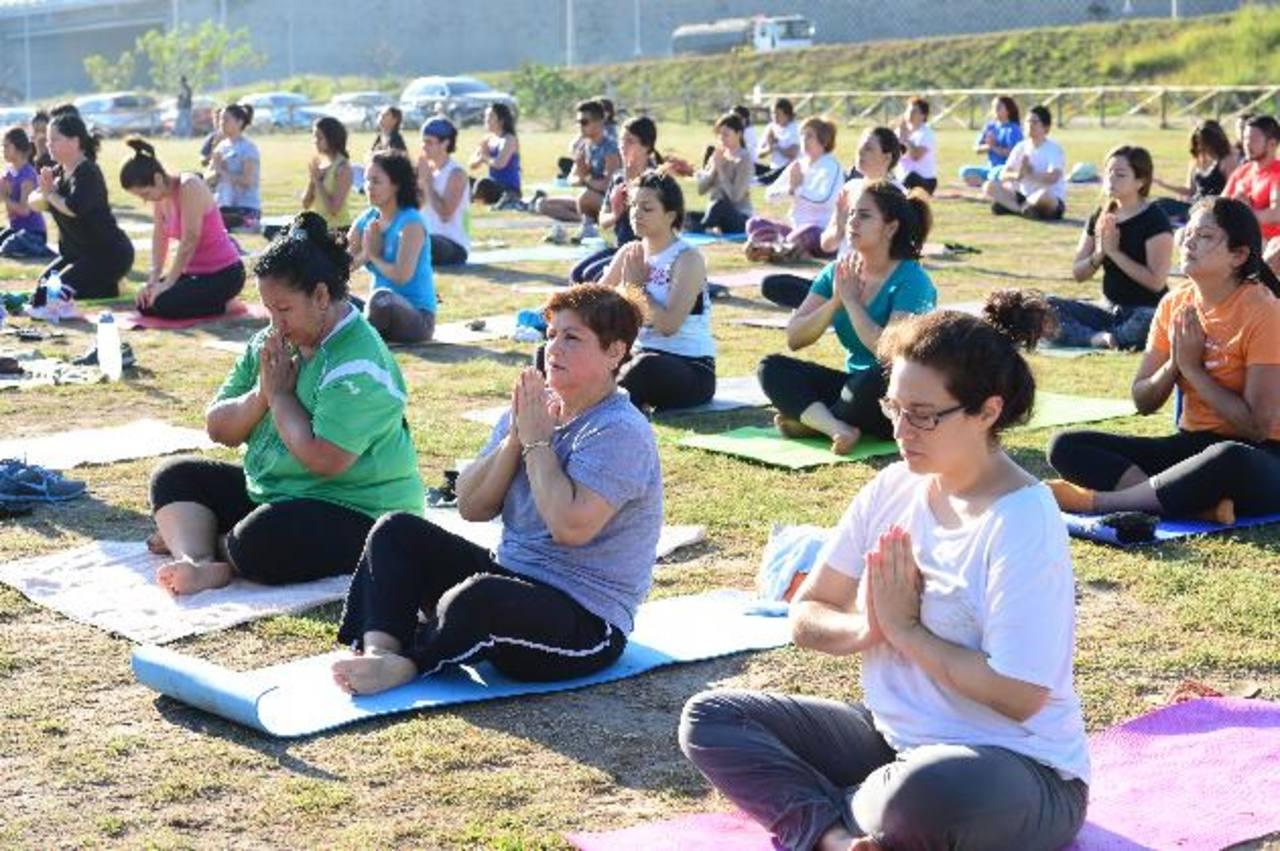 Yoga para todos es una iniciativa de Yogashala con el apoyo de la Alcaldía Municipal de San Salvador y la municipalidad de Antiguo Cuscatlán.El yoga ofrece innumerables beneficios al cuerpo, a la mente y al espíritu. Fotos EDH / Jorge Reyes