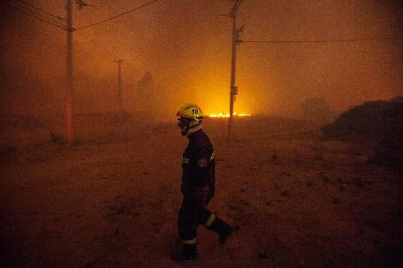 Se decreta alerta roja por incendio forestal en Valparaíso, Chile